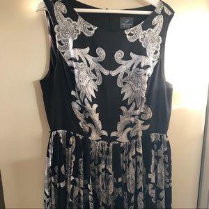 SZ 14 Adriana Papell bl-wt dress w/pleated skirt